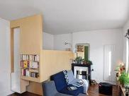 studio à vivre meublé d'un lit clos