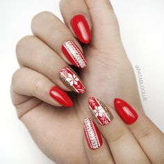Christmass mood ON #nails #hybrid #semilac #redcarpet #christmasnails