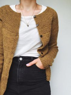 Ravelry: Anker& Cardigan - My Size pattern by PetiteKnit Winter Outfits, Casual Outfits, Cute Outfits, Mohair Cardigan, Work Tops, Mode Inspiration, Sweater Fashion, Look Fashion, Fashion Wear