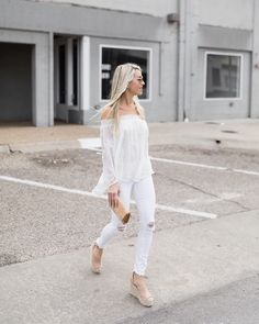 There's just something about head to toe white 😍 .. now if the weather would just cooperate! This #ots top has an elongated back hem and the prettiest embroidered flowers on it. Clutch, jeans and top are all under $100! P.S. The boys walkie talkies just picked up someone else's radio or cb and nearly gave me an f-ing heartache. Omg . Okay, have a great night y'all 😘😘 http://liketk.it/2qHSv #liketkit @liketoknow.it