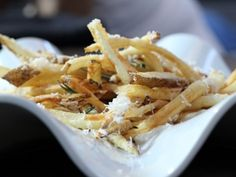 Get Michael Symon's Duck Fat Fries with Rosemary and Parm with Greek Yogurt Aioli Recipe from Cooking Channel Hamburgers, Duck Fat Fries, Cooking Channel Recipes, Duck Recipes, Yummy Recipes, Yummy Food, Yummy Eats, French Fries Recipe, Gourmet