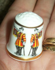 22ct TRUMPETERS CHINA THIMBLE QUEEN ELIZABETH 65th B'DAY THIMBLE + CERT DOME BOX • $4.57