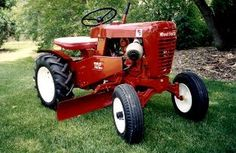 1962 Wheel Horse 702 with grader blade Small Tractors, Compact Tractors, Lawn Tractors, Antique Tractors, Vintage Tractors, Wheel Horse Tractor, 8n Ford Tractor, Garden Tractor Pulling, Garden Tractor Attachments