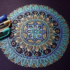 Is a mandala made qith gel pens in a chalk board dor pens