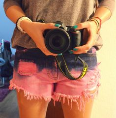 DIY SHORTS ... PINK OMBRE. Instructions: Grab à bucket with tiedye in the colors you want, buy some cheap H&M shorts, put it in and BABAAMMM
