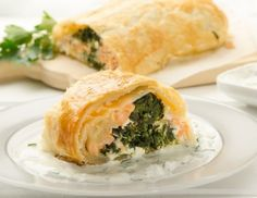 Spinach strudel with salmon recipe - Trend Heilige Architektur 2019 Salmon Recipes, Fish Recipes, Food Trends, Pot Pie, Spanakopita, Fish And Seafood, Spinach, Nom Nom, Good Food