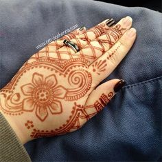 Top of the hand. Free hand. www.om-agehenna.com