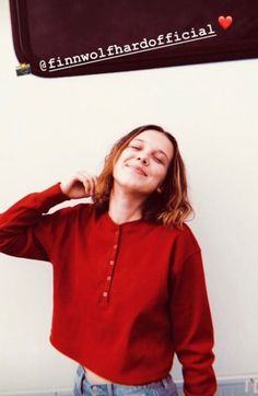 A picture of Millie Bobby Brown taken by Finn Wolfhard Stranger Things, Brown Fashion, Beautiful Person, Georgie, Poses, Role Models, Bobbi Brown, Gal Gadot, Cute Girls