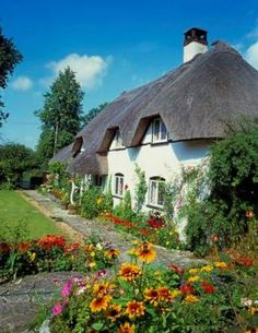 English Thatched Cottage (80 pieces)