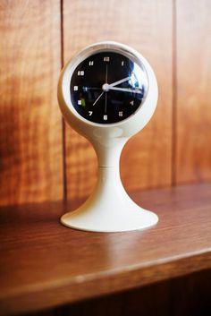 Desk Clock | 1950s | via Mid-Century Modern Freak | coole Uhren ...