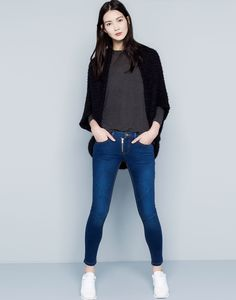 600 :SKINNY FIT JEANS WITH VISIBLE ZIPS
