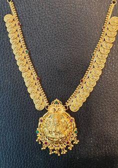 Stunning gold necklace with Lakshmi ji kasu hangings. Necklace with Lakshmi Devi pendant. Necklace having gunguru hangings. 24 gmsKaasu necklace10022019 10 February 2019 Temple Jewellery, Gold Jewellery, Beauty Tips, Beauty Hacks, Necklace Designs, Chains, Gold Necklace, Pendants, Necklaces