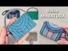 Bolsa de crochê MINIATURA - Modelo Multiuso - YouTube Crochet Lace Scarf, Crochet Coin Purse, Crochet Keychain, Crochet Blanket Patterns, Cute Crochet, Amigurumi Patterns, Crochet Stitches, Crochet Hooks, Crochet Bikini