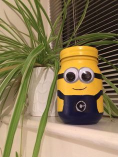 Minion Money Jar by Me! Mason Jar Gifts, Mason Jar Diy, Diy Bottle, Bottle Crafts, Do It Yourself Crafts, Crafts To Make, Minion Painting, Manson Jar, Minions