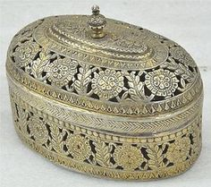 1800s Original Antique RARE Fine Hand Crafted Engraved Silver Oval Betel Box