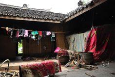 zu Besuch bei einem chinesischen Wanderarbeiter Nongmingong in Chengdu, Sichuan, China Chengdu, China, Bed, Furniture, Home Decor, Migrant Worker, Chinese, Hiking, Homemade Home Decor