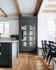 woman kitchen decor decor theme ideas kitchen decor ideas kitchen decor for country kitchen decor Step: successful balls eliminate unnecessary things and re Home Staging, Layout Design, Design Ideas, Design Inspiration, Design Styles, Charcoal Kitchen, Dark Grey Kitchen, Ikea, Lounge