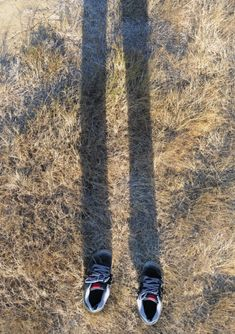 Invisible Man Wearing Shoes with Shadow Illusion Photography, Conceptual Photography, Illusion Photos, Invisible Man, Optical Illusions, Birds In Flight, Photo Library, It Cast, Stock Photos