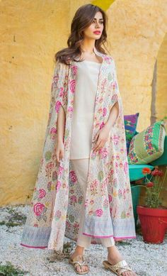 Everybody wants to look beautiful and charming.Here in this article, we will tell you party wear dresses for girls. Dress Indian Style, Indian Fashion Dresses, Indian Designer Outfits, Abaya Fashion, Muslim Fashion, Stylish Dresses For Girls, Stylish Dress Designs, Designs For Dresses, Casual Dresses
