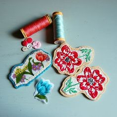 What to do with bits of vintage embroidery