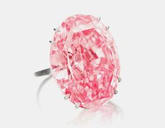 The largest pink diamond in the world sold for 74,1 million dollars