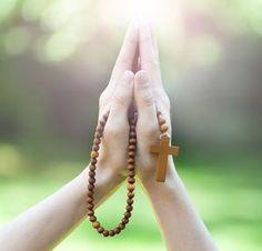 Novena celor 7 daruri sau Novena către Duhul Sfânt este o rugăciune foarte puternică și grabnic ajutătoare. Provine din ritul catolic și are binefacerile ei Holy Rosary, Virgin Mary, Christianity, Arrow Necklace, Prayers, Faith, Image, Jewelry, Wise Quotes