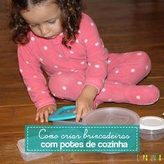 Quer ideia de atividades simples e baratas para fazer com crianças pequenas? Veja nossas sugestões de como brincar com potes da cozinha.