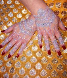 25 Sparkling Glitter Henna Designs That Are Positively Spellbinding