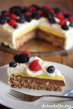 Trippelkremkake | Det søte liv Baking Recipes, Cake Recipes, Dessert Recipes, Austrian Recipes, Norwegian Food, Baking Utensils, Homemade Sweets, Sweets Cake, Happy Foods