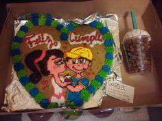 Sentido del gusto: galleta y vaso de Starbucks hecho de estrellas de papel y el cual el popote es una carta.