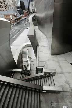 Staircases, exterior of the Walt Disney Concert Hall by Frank Gehry. Todavia no me lo creo haber estado aqui finalmente Modern Architecture Design, Classical Architecture, Modern Buildings, Beautiful Buildings, Interior Architecture, Walt Disney Concert Hall, Deconstructivism, Stair Detail, Interesting Buildings