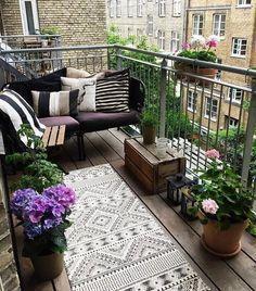 Simple Balcony Decor For Small Apartment & einfacher balkon dekor für kleine wohnung & & décor de balcon simple pour petit appartement & decoración de balcón simple para apartamento pequeño
