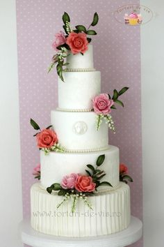Wedding cake with roses by Viorica Dinu