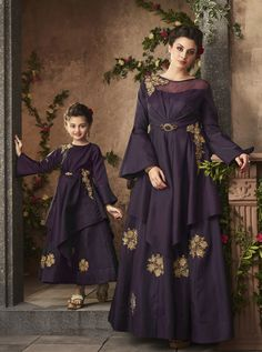 Latest Trend Purple Mother and Duaghter Gown Set is Bell Sleeve Style Mother Daughter Combo with Fancy Hand Work Embroidery. Kids Party Wear Dresses, Kids Dress Wear, Kids Gown, Girls Formal Dresses, Little Girl Dresses, Ladies Dresses, Mother Daughter Dresses Matching, Mother Daughter Fashion, Mom Daughter