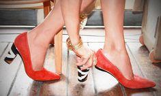 Una diseñadora inventó unos zapatos con tacones que sepueden quitar eintercambiar  http://genial.guru/inventos/una-disenadora-invento-unos-zapatos-con-tacones-que-se-pueden-quitar-e-intercambiar-629/