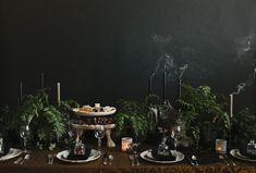 Halloween Tabletop :: Midnight in the Garden - coco kelley Classy Halloween, Halloween Dinner, Halloween Table, Halloween House, Halloween Themes, Fall Halloween, Halloween Decorations, Victorian Halloween, Halloween Weddings