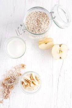 Overnight Oats oder einfach cremigstes leckerstes Bircher Müsli. Gehört ihr auch zu den Porridge oder Overnight Oats Fans? Dann probiert Bircher Müsli aus!