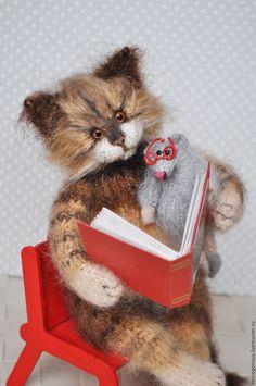 Купить Зачитались КОТ с МЫШОМ вязаная игрушка - коричневый, кот, котик, котенок, кот из шерсти