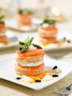 Gerookte zalm met zachtgekookt ei, aspergepunten en lompviseitjes - Spar !