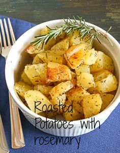A delicious way of doing roasted potatoes with rosemary in the oven / anitalianinmykitchen.com