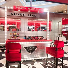The Prada Silver Line stops at Macau on the first leg of its journey. The project, a traveling pop-up fashion boutique, gives customers a chance to purchase exclusive handbags and accessories. Window Display Retail, Retail Displays, Shop Displays, Window Displays, Retail Store Design, Retail Stores, Retail Interior, Interior Shop, New York Architecture