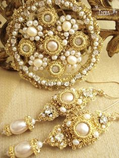 Gold-champagne-wedding-jewelry-set-sabine.jpg