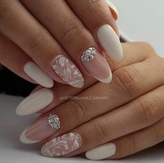 False nails have the advantage of offering a manicure worthy of the most advanced backstage and to hold longer than a simple nail polish. The problem is how to remove them without damaging your nails. Wedding Nails For Bride, Wedding Nails Design, Bride Nails, Bridal Nails Designs, Cute Nails, Pretty Nails, Gel Nails, Acrylic Nails, Toenails