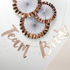 Throw a sophisticated Hen Do with this simply stunning rose gold foiled Team Bride Backdrop! Celebrate in style by decorating the party venue in the gorgeous metallic backdrop.Rose Gold Hen Party Bunting Backdrop - Throw a sophisticated Hen Do with this s Party Box, Party Kulissen, Party Ideas, Rose Gold Paper, Rose Gold Pink, Rose Gold Foil, White Paper, Pink Paper, Hen Party Decorations