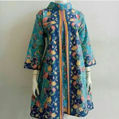 Pakistani Fashion Casual, Pakistani Dresses Casual, Pakistani Dress Design, Hijab Fashion, African Dresses For Women, Dress Shirts For Women, Clothes For Women, Blouse Batik, Batik Dress