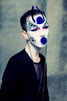 Photo/Makeup/Fashion : Ryan Burke
