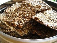 lavkarbo knekkebrød Low Carb Pizza, Lchf, Cereal, Oatmeal, Vegan Recipes, Food And Drink, Eat, Breakfast, Birthday