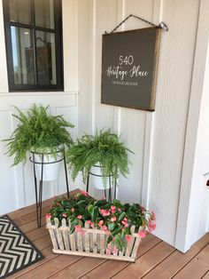 Front porch decor with fe - Deco Garden-Design Front porch decor with ferns in enamels pots and address sign created by Whimsy … Front porch decor with ferns … Front Porch Plants, Summer Front Porches, Small Front Porches, Front Porch Signs, Front Door Decor, Summer Porch Decor, Front Porch Garden, Front Porch Flowers, Small Porch Decorating