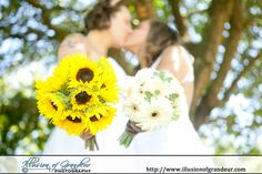 Yellow and White bridal bouquet - by Illusion of Grandeur Photography http://www.illusionofgrandeur.com