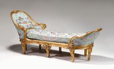 561: Continental giltwood chaise longue, late 18th cent : Lot 561